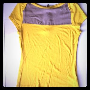 Yellow color block zipper back tee